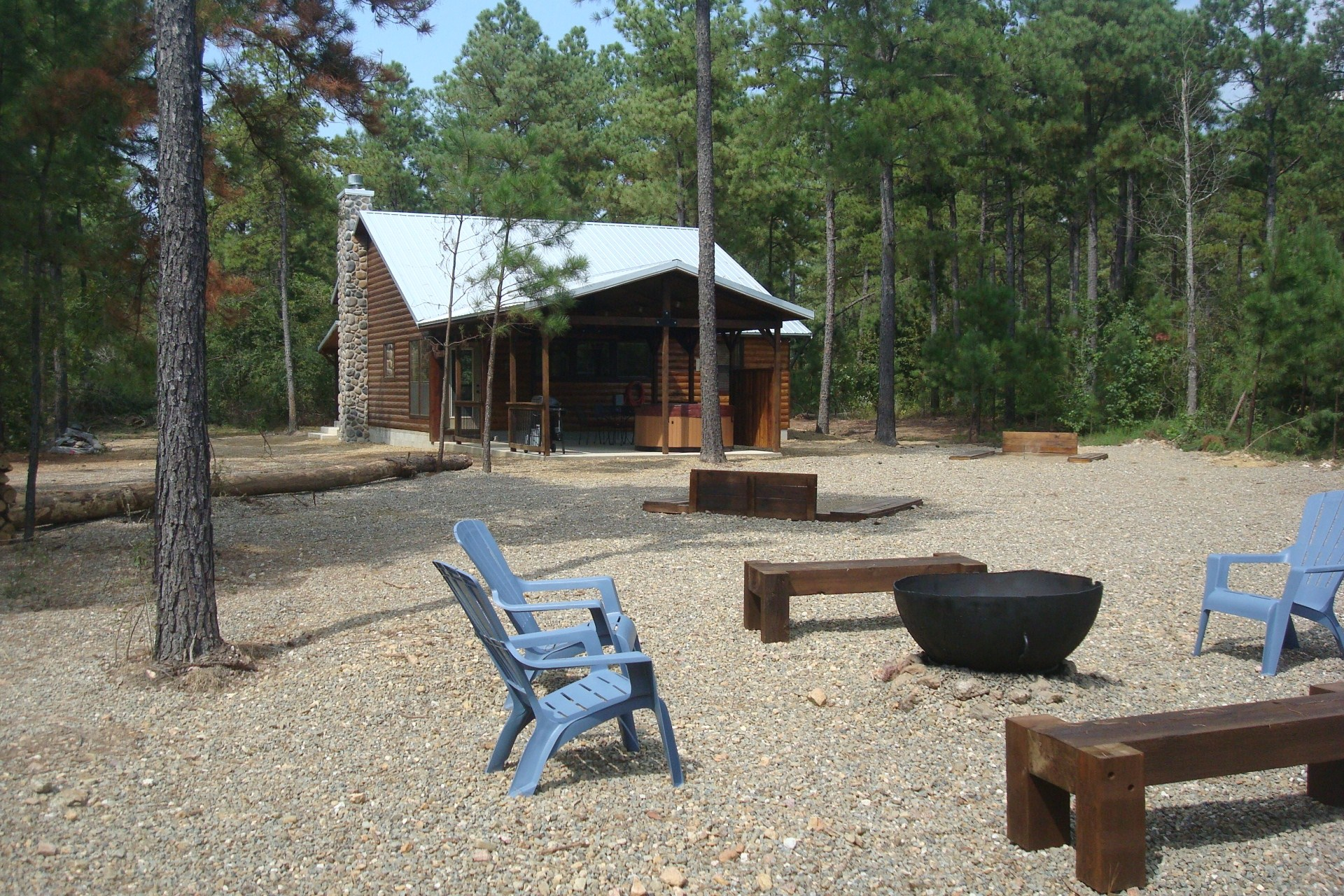 Okie Hideaway at Pine Knot Cabins